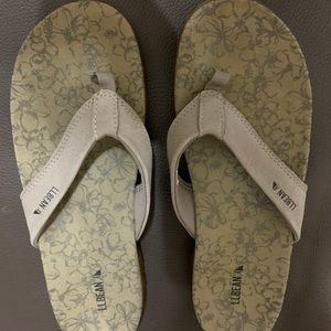 GREAT GENTLY USED LL BEAN FLIP FLOPS SIZE 9